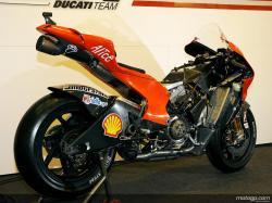 ducati-desmosedici-gp9-carbon-fiber-chassis-3.jpg